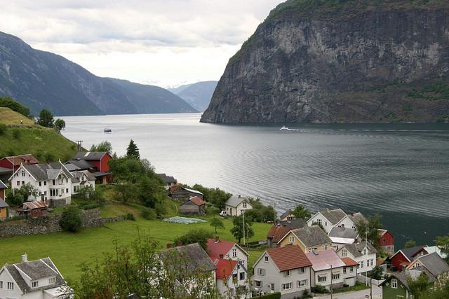 pueblo-fiordos-Aurlandsfjord
